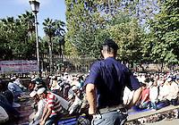 Musulmani prendono parte alla preghiera dell'Eid-al-Fitr per celebrare la fine del Ramadan, in piazza Vittorio, Roma, 10 settembre 2010..Muslims take part in the Eid-al-Fitr prayer marking the fasting month of Ramadan, in Rome, 10 september 2010. UPDATE IMAGES PRESS/Riccardo De Luca