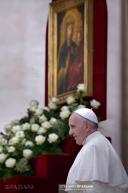 """Pope Francis painting of the Madonna """"Salus infirmorum"""" kept in the church of St Mary Magdalene in Campo Marzio.Rome,during Mass for sick and disabled people   at St Peter's square in Vatican on June 12, 2016."""