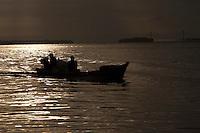 Ribeirinhos no rio Guamá, as estradas na região.<br /> <br /> Belém, Pará, Brasil<br /> Foto Paulo Santos<br /> 19/03/2013 Rio Guamá próximo a boca do rio Aurá.