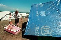 CEGRANE / MACEDONIA - MAGGIO 1999.PROFUGHI KOSOVARI.FOTO LIVIO SENIGALLIESI..CEGRANE / MAKEDONIA - MAGGIO 1999.REFUGEES FLED FROM KOSOVO .PHOTO LIVIO SENIGALLIESI