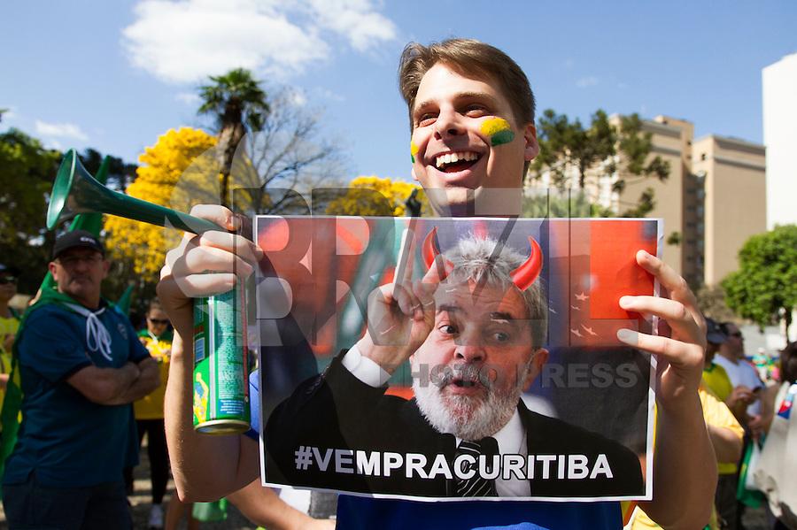 CURITIBA, PR,16.08.2015 – PROTESTO-PR – Manifestantes realizam protesto contra o governo da presidente Dilma Rousseff, na rua VX de novermbro, centro de Curitiba,na tarde deste domingo (16).(Foto Paulo Lisboa/ Brazil Photo Press)