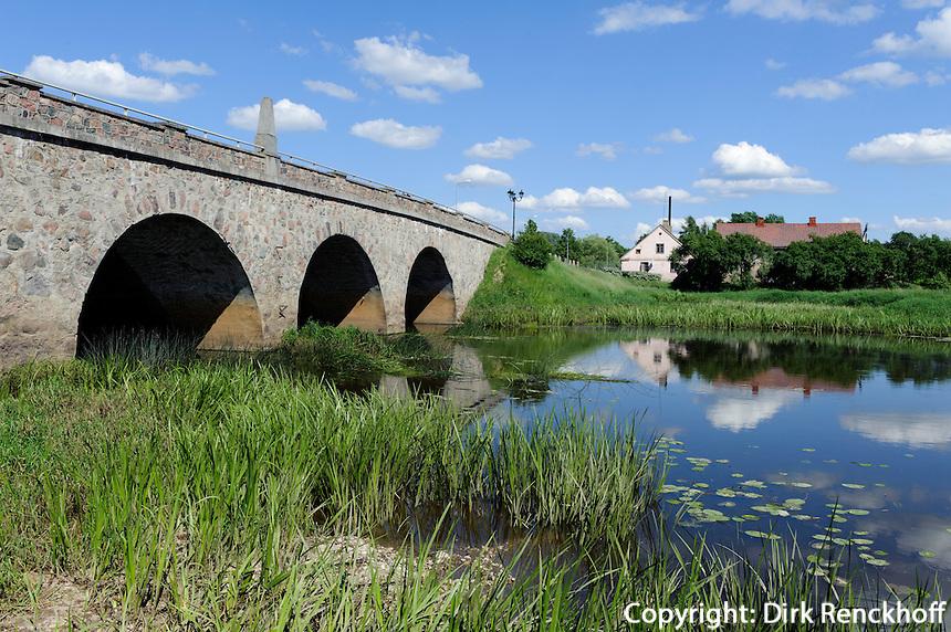 Brücke über Abava bei Kandava, Lettland, Europa