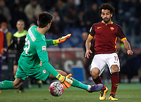 Calcio, Serie A: Roma vs Fiorentina. Roma, stadio Olimpico, 4 marzo 2016.<br /> Roma's Mohamed Salah, right, scores by Fiorentina's goalkeeper Ciprian Tatarusanu during the Italian Serie A football match between Roma and Fiorentina at Rome's Olympic stadium, 4 March 2016.<br /> UPDATE IMAGES PRESS/Riccardo De Luca