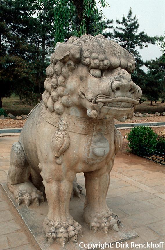 China, Peking (Beijing) Minggräber, Geisterallee, Steinlöwe, Unesco-Weltkulturerbe