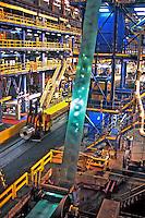 Produção de aço na Companhia Siderúrgica Nacional - CSN, Volta Redonda, Rio de Janeiro. 1998. Foto de Ricardo Azoury.