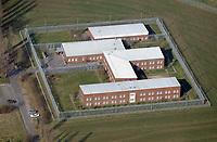 Justizvollzugsanstalt Hahnöfersand: EUROPA, DEUTSCHLAND, HAMBURG, (EUROPE, GERMANY), 28.03.2017: Die Justizvollzugsanstalt Hahnöfersand (JVA HSand) umfasst die Bereiche Untersuchungshaft, offener und geschlossener Vollzug sowie eine sozialtherapeutische Abteilung. Es gibt insgesamt 176 Haftplätze. Darüber hinaus gibt es 20 Arrestplätze im Bereich der Jugendarrestanstalt, die ebenfalls zur JVA HSand gehört.