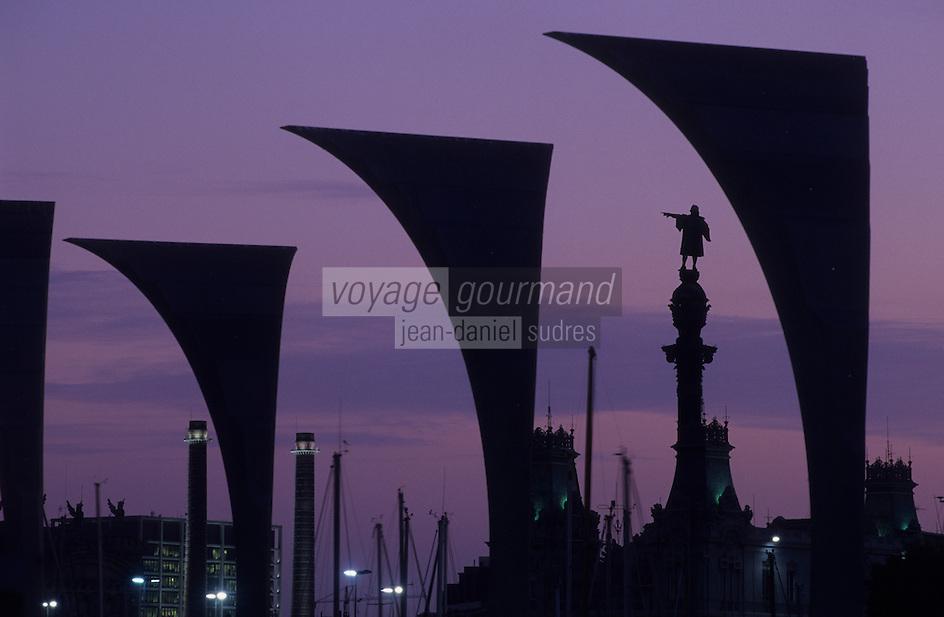 Europe/Espagne/Catalogne/Barcelone : Le port - Colonne de Colomb et sculptures à Mare Magnum