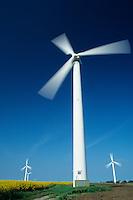 Europa Deutschland DEU Schleswig-Holstein, Windraeder Windkraftwerk - Wirtschaft Umwelt Nachhaltigkeit nachhaltig wirtschaften Energien erneuerbare alternative regenerative Energie Zukunftsenergie Renewables Umwelttechnologie umweltfreundlich umweltfreundliche EEG Einspeisegesetz Klima Klimaschutz Klimawandel Emission CO2 CO2-neutral Oekoenergie Strom Stromerzeugung Strom Energieverbrauch gruen gruene Fonds Anlagen Umweltfonds Windenergie Windkraftanlage Windmuehle Windrad Windstrom Windturbine Wind windig abstrakt Langzeitbelichtung / Germany Schleswig Holstein, windturbine - environment energy climate climate change power windenergy renewables renewable windmill windpower wind turbine
