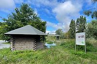 Ueber die Ufer getretener Altrhein an der Bruecke zum Kuehkopf in Stockstadt - Suedhessen 15.07.2021: Hochwasser am Rhein des sueshessischen Ried