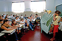 Representação em escola pública em Morrinhos, Goiás. 2000. Foto de Juca Martins.