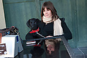 """Federica Di Felice  è nata a Nuoro  nel 1989. Vive a Malta dal 2008 e, all'epoca del nostro incontro, lavorava come cameriera al """"Madlena Cottage"""", un ristorante.  Abitava nella cittadina di Marsaskala. Nella foto è ritratta in un caffè  di Marshaslok insieme al cane Ram"""