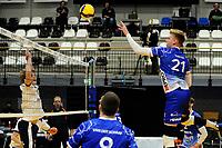 24-03-2021: Volleybal: Amysoft Lycurgus v Sliedrecht Sport: Groningen , Lycurgus speler Bennie Tuinstra tikt de bal over het net