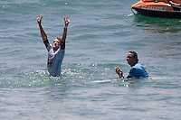 American Brett Simpson (w) raises his arms in victory as he defeats South African Jordy Smith (b) in the final heat during the 2010 US Open of Surfing in Huntington Beach, California on August 8, 2010.