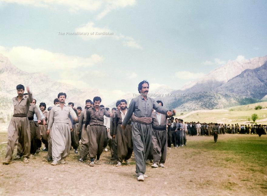 Iran 1989.In Dizli, near Merivan, training of PUK peshmergas ( Tip 55 of Qara Dag ); 1st, Mamosta Ali Parliament.<br /> Iran 1989.Village de Dizli, pres de Merivan, entrainement des peshmergas de'UPK ( Tip 55 du Qara Dag ): en tete Mamosta Ali parliament