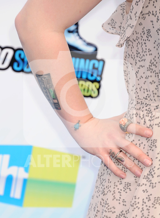 SANTA MONICA, CA - AUGUST 19: Kelly Osbourne (rings, tattoo detail) at the 2012 Do Something Awards at Barker Hangar on August 19, 2012 in Santa Monica, California. /NortePhoto.com....**CREDITO*OBLIGATORIO** ..*No*Venta*A*Terceros*..*No*Sale*So*third*..*** No Se Permite Hacer Archivo**