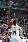 Real Madrid's Gustavo Ayon (b) and Olympimpiacos Piraeus' Othello Hunter during Euroleague match. January 28,2016. (ALTERPHOTOS/Acero)