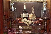 """France/06/Alpes Maritimes/ Antibes: Collection d'Objets sur le thème de l'absinthe dans la cave-musée aménagée en bistrot de Frédéric Rosenfelder - """"Balade en Provence 25 Cours Massena"""""""