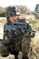 - Eurocorps, European multinational army corps, infantry patrol, Spanish woman soldier with French FAMAS assault rifle ....- Eurocorps, corpo militare multinazionale europeo,.. pattuglia di fanteria, donna soldato spagnola con fucile d'assalto FAMAS francese..