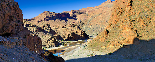 The river Ziz cutting its way through a Gorge in the Atlas Mountains near the Legionaires Tunnel, Morocco