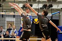 06-03-2021: Volleybal: Amysoft Lycurgus v Active Living Orion: Groningen Lycurgus speler Thomas - Douglass-Powell slaat de bal door het Orion blok