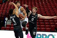 11-02-2021: Basketbal: Donar Groningen v Apollo Amsterdam: Groningen  Apollo speler Keyshawn Bottelier, Donar speler Leon Williams en Apollo speler Weijs