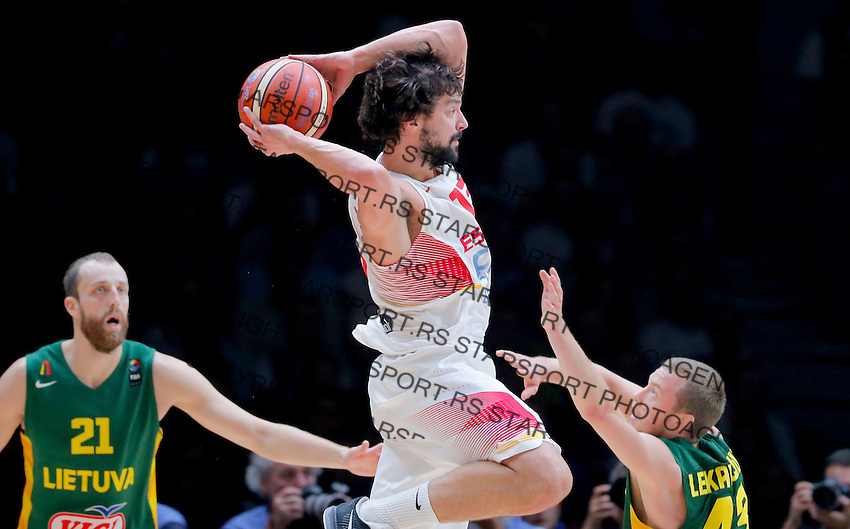 Spain's Sergio Llull (C) vies with Lithuania's Arturas Milaknis (L) and Lukas Lekavicius (R) during European championship basketball final match between Spain and Lithuania on September 20, 2015 in Lille, France  (credit image & photo: Pedja Milosavljevic / STARSPORT)