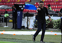 BUCARAMANGA - COLOMBIA, 06-10-2020: Juan Carlos Osorio técnico de Nacional gesticula durante partido por la fecha 12 de la Liga BetPlay DIMAYOR I 2020 entre Atlético Bucaramanga y Atlético Nacional jugado en el estadio Alfonso Lopez de la ciudad de Bucaramanga. / Juan Carlos Osorio coach of Nacional gestures during match for the date 12 of the BetPlay DIMAYOR League I 2020 between Atletico Bucaramanga and Atletico Nacional played at the Alfonso Lopez stadium of Bucaramanga city. Photo: VizzorImage / Jose David Martinez / Cont
