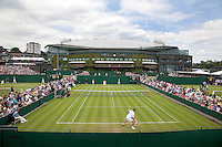 21-06-10, Tennis, England, Wimbledon, Overall vieuw outside courts with Centercourt in the background