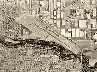 historical aerial photograph Modesto City–County Airport, Modesto, Stanislaus County, California, 1998