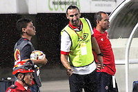 CÚCUTA -COLOMBIA, 19-04-2015.  Diego Fernandez asistente técnico del Cucuta Deportivo gesticula durante partido con Once Caldas por la fecha 16 de la Liga Aguila I 2015 disputado en el estadio General Santander de la ciudad de Cúcuta./ Diego Fernandez coach assistant of Cucuta Deportivo gestures during match against Once Caldas during match for the 16th date of the Aguila League I 2015 played at General Santander Stadium in Cucuta city. Photo: VizzorImage/Manuel Hernandez/Cont
