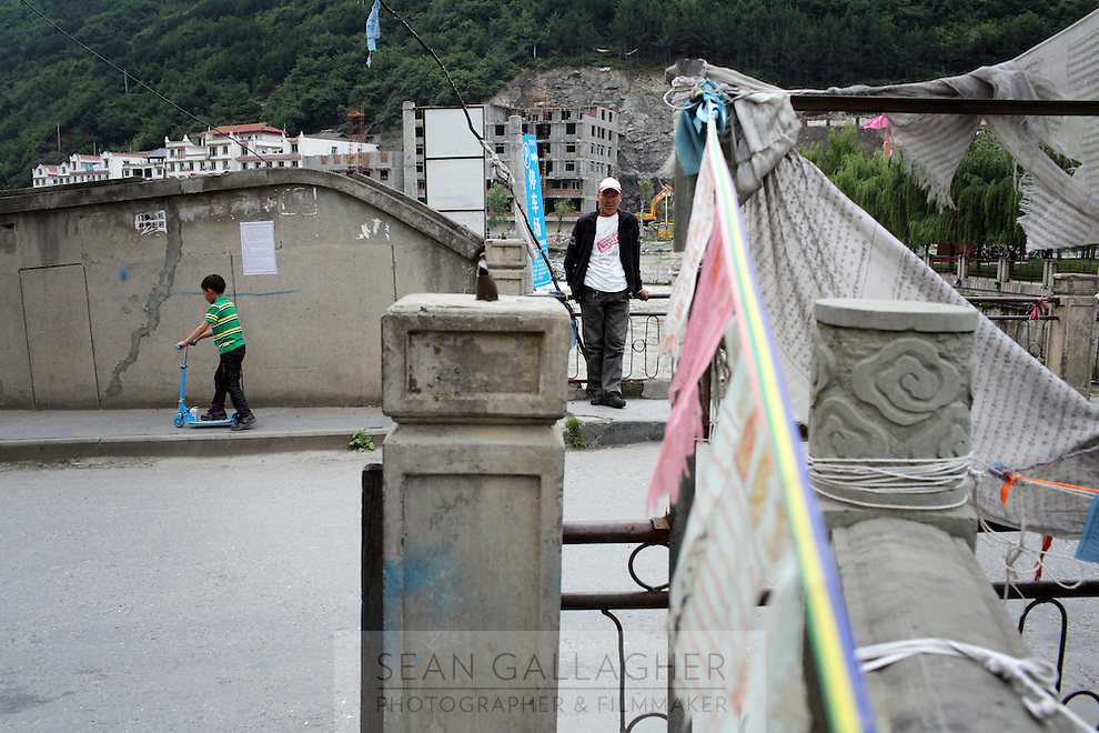 Streetscene in the town of Heishui on the south-east edge of the Tibetan Plateau in Sichuan Province, western China.