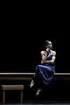 WOMAN IN A ROOM<br /> <br /> Chorégraphie : Carolyn Carlson<br /> Assistants de la chorégraphe : Henri Mayet, Sara Orselli<br /> Interprète : Diana Vishneva<br /> Musique : Giovani Sollima<br /> Lumières : Tony Marques<br /> Lieu : Le Colisée<br /> Ville : Roubaix<br /> Le 12/12/2013