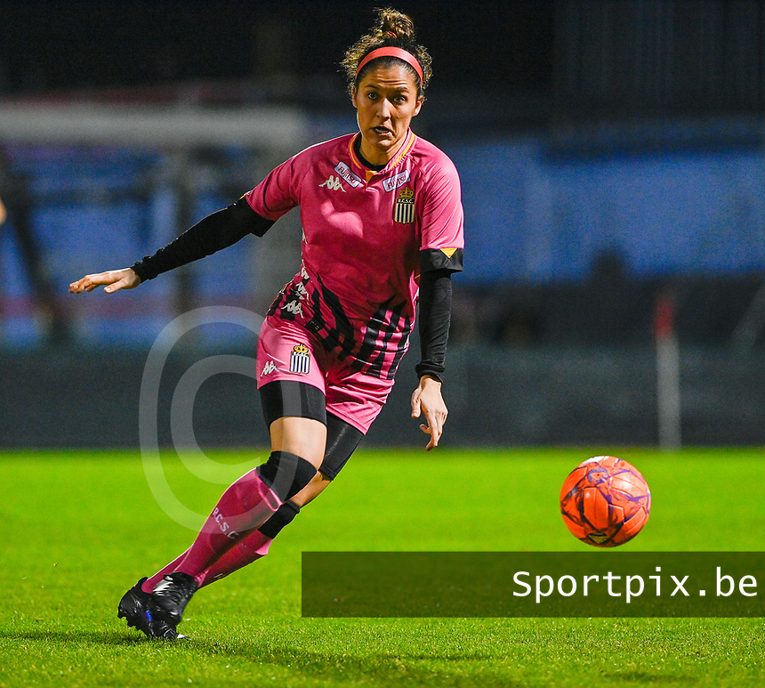 Madison Hudson (8) of Sporting Charleroi pictured during a female soccer game between RSC Anderlecht Dames and Sporting Charleroi on the 13 th matchday of the 2020 - 2021 season of Belgian Womens Super League , friday 5 th of February 2021  in Tubize , Belgium . PHOTO SPORTPIX.BE | SPP | DAVID CATRY