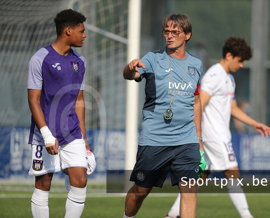 Julien Duranville (8) of Anderlecht and physical coach Hubert Lemaire of Anderlecht entering the pitch before the warm up before a friendly soccer game between K Londerzeel SK and RSC Anderlecht Reserves during the preparations for the 2021-2022 season , on Wednesday 21st of July 2021 in Londerzeel , Belgium . PHOTO SEVIL OKTEM   SPORTPIX