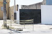 Campinas - SP, 05/03/2020 - Campinas (SP), 05/03/2020 - Policia - Um tunel feito para roubo de combustivel de um duto da Petrobras foi encontrado nesta quinta-feira (5) no Jardim Sao Jose, em Campinas (SP). Foram encontrados no local um poco de 1,80 metros de profundidade, alem de um tunel com 14 metros de comprimento. A obra foi descoberta apos o asfalto da rua comecar a ceder. <br /> O tunel comeca em um terreno alugado em uma das ruas do bairro. Segundo o proprietario, o locador disse que iria usar o local para guardar veiculos.. Foto: Denny Cesare/Codigo 19 (Foto: Denny Cesare/Codigo 19/Codigo 19)