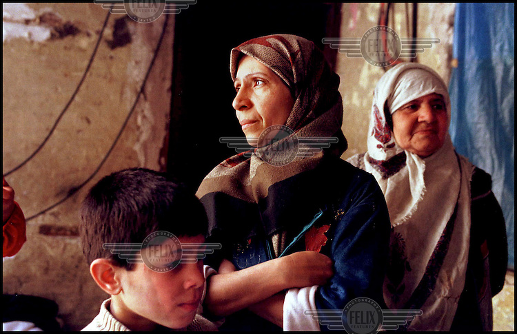 IRAQ Bagdad.Sarban Saleh aged 33, with her family in the poor area of Shorja market,  Central Baghdad. .03/1998  Picture ©ÊKaren Robinson/Panos.
