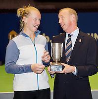 15-12-12, Rotterdam, Tennis Masters 2012, Kiki Bertens ontvangt KNLTB award uit handen van Martin Koek.