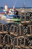 Europe/France/Bretagne/56/Morbihan/Presqu'île de Rhuys/Port Saint-Jacques: Chalutier amérré au port derrière des casiers