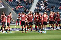 Eintracht waermt sich auf - Frankfurt 21.08.2021: Eintracht Frankfurt vs. FC Augsburg, Deutsche Bank Park, 2. Spieltag Bundesliga