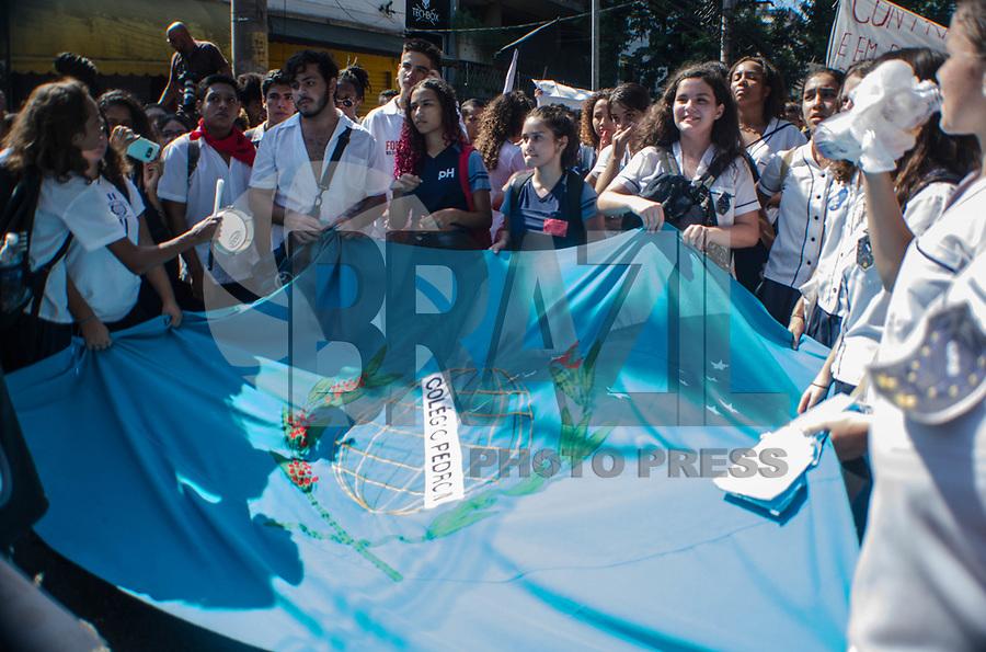RIO DE JANEIRO, RJ - 05-05-2019 - PROTESTO-RJ - Alunos do colegio Pedro II e Cefet Protestam contra o corte de verbas na educação do ensino federal do Rio de Janeiro.Tijuca, Rio de Janeiro (05) (Foto: Vanessa Ataliba/Brazil Photo Press)