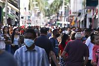 Campinas (SP), 08/05/2021 - Comércio-SP - Movimento intenso no calçadão da 13 de Maio, principal ponto comercial no centro de Campinas, interior de São Paulo, neste sábado (08)
