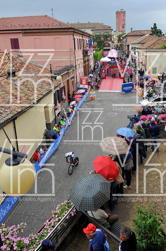 ITALIA. 22-05-2014. Sitio de Partida en Barbaresco de la etapa 12 a cronómetro individual entre  Barbaresco y Barolo con una distancia de 42,2 Km en la versión 97 del Giro de Italia hoy 22 de mayo de 2014. / Place of the start from Barbaresco on the 12th stage, single stopwatch, between Barbaresco and Barolo with a distance of 42.2 km in the 97th version of Giro d'Italia today May 22th 2014.   Photo: VizzorImage/ Gian Mattia D'Alberto / LaPresse