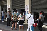 Campinas (SP), 19/04/2021 - Comércio-SP - Movimentação no calçadão da rua 13 de Maio em Campinas, interior de São Paulo, no primeiro dia útil da volta do comércio no Plano São Paulo nesta segunda-feira (19).