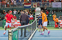 Switserland, Genève, September 18, 2015, Tennis,   Davis Cup, Switserland-Netherlands, Jesse Huta Galung (NED) (R) and Roger Federer at the toss<br /> Photo: Tennisimages/Henk Koster