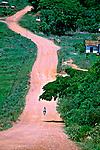 Estrada de terra em Luminárias, Minas Gerais. 1997. Foto de Juca Martins.