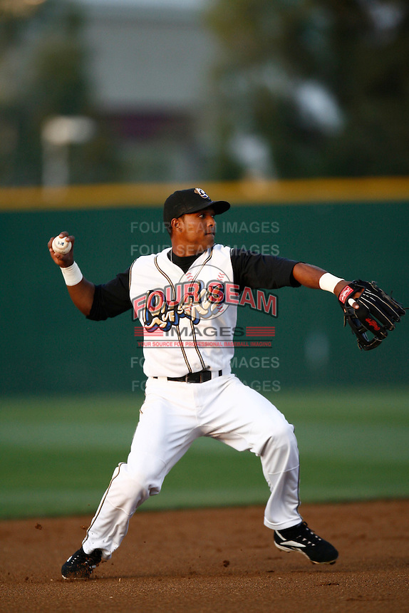 May 26 2007: Hainley Statia of the Rancho Cucamonga Quakes prepares to throw to first base against the Bakersfield Blaze at The Epicenter in Rancho Cucamonga,CA.  Photo by Larry Goren/Four Seam Images