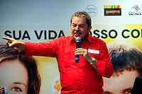 """BARRETOS, SP, 23 DE MARÇO DE 2013 - LULA HOSPITAL DO CANCER DE BARRETOS - O ex-presidente da República Luiz Inácio Lula da Silva durante ao Hospital de Câncer de Barretos. Inauguração das alas de Internação, UTI e Centro Cirúrgico do Hospital do Câncer Infanto juvenil """"Presidente Luiz Inácio Lula da Silva"""". Esta é mais uma etapa do centro de saúde que teve seus primeiros setores inaugurados em março de 2012. Neste sábado em Barretos interior de São Paulo. (FOTO: GUILHERME SOARES / BRAZIL PHOTO PRESS).."""
