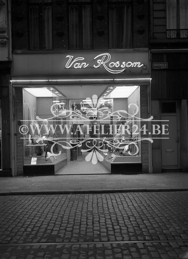 April 1969. Kledingwinkel Van Rossom in de Nationalestraat in Antwerpen.