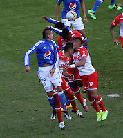 BOGOTÁ -COLOMBIA-20-03-2016.Acción de juego entre Independiente Santa Fe   con  Millonarios  durante partido por la fecha 10 de Liga Águila I 2016 jugado en el estadio Nemesio Camacho El Campin de Bogotá./ Actio game between Independiente Santa Fe  against of  Millonarios  during the match for the date 10 of the Aguila League I 2016 played at Nemesio Camacho El Campin stadium in Bogota. Photo: VizzorImage / Felipe Caicedo / Staff