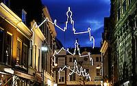 Haarlem. Kerstversiering in de straten van Haarlem. Skyline van de stad